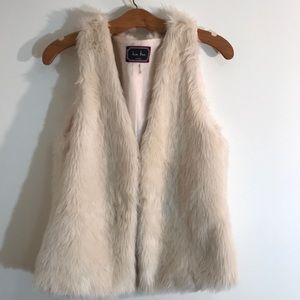 FUR VEST BY LOVE TREE